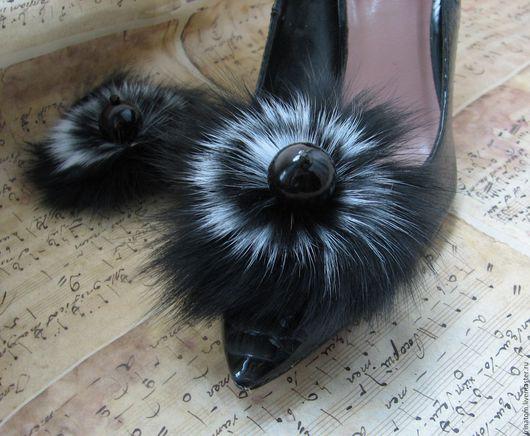 """Комплекты украшений ручной работы. Ярмарка Мастеров - ручная работа. Купить Клипсы для туфель,украшение для обуви   """"Меховые ч-б"""". Handmade."""