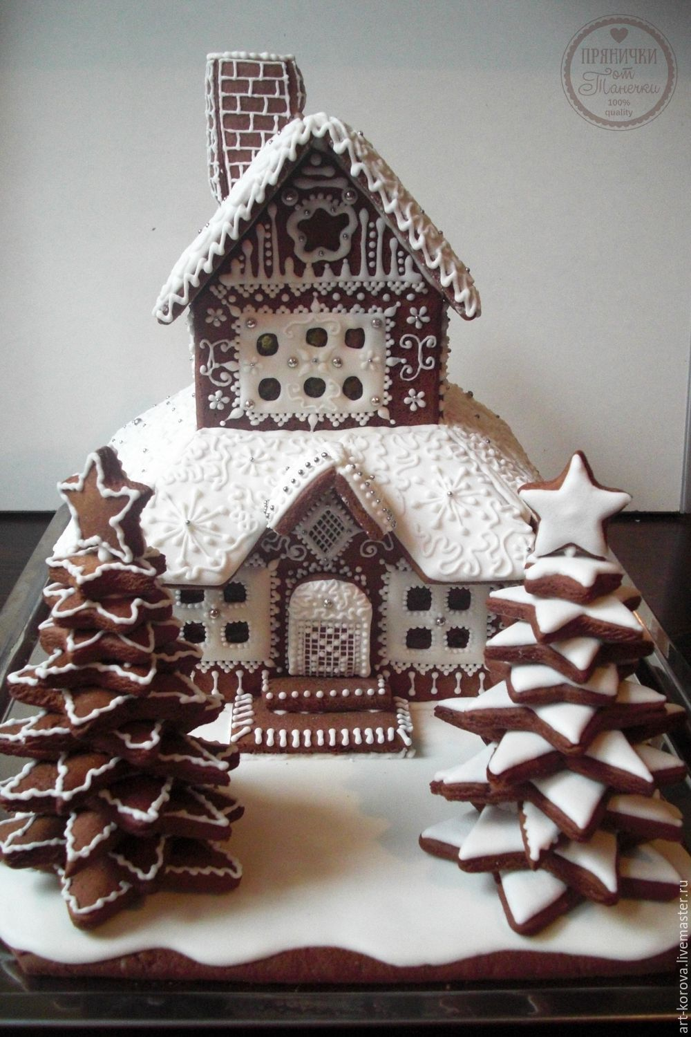 Sophisticated Gingerbread House | Charmingly Cute Gingerbread House Ideas