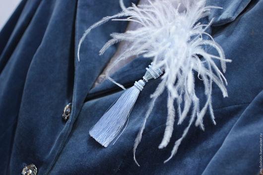 """Броши ручной работы. Ярмарка Мастеров - ручная работа. Купить Брошь с перьями """"Воздух"""", серенити ,. Handmade. Голубой, голубая брошь"""