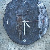 """Часы классические ручной работы. Ярмарка Мастеров - ручная работа Часики """"Про Волчка"""". Handmade."""