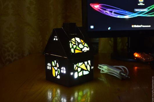 Освещение ручной работы. Ярмарка Мастеров - ручная работа. Купить Светодиодный ночник с элементами витража «Автономный домик». Handmade.
