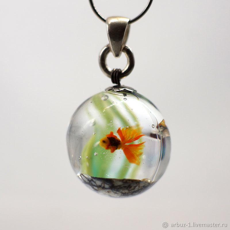 """Кулон """" Золотая рыбка в круглом аквариуме"""" – купить на ..."""