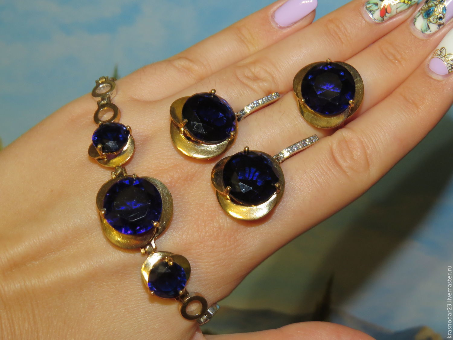 A set of 925 sterling SILVER with elements of gilding in 24-carat resplendent with quartz rich, Royal blue color