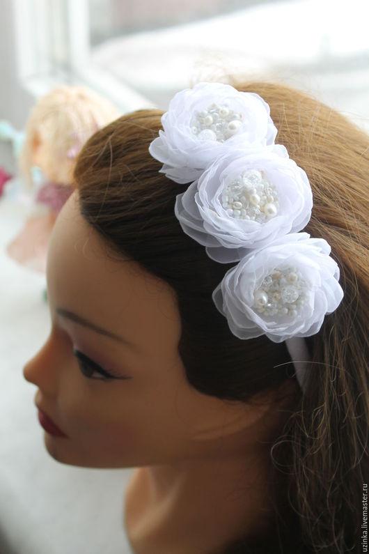 """Детская бижутерия ручной работы. Ярмарка Мастеров - ручная работа. Купить Ободочек для волос с белыми цветами """"Белые облака"""". Handmade."""