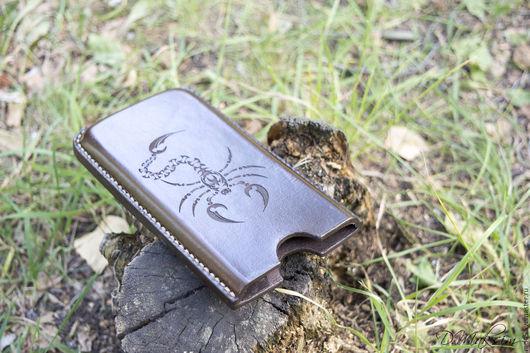 """Для телефонов ручной работы. Ярмарка Мастеров - ручная работа. Купить Кожаный чехол для телефона """"Скорпион"""". Handmade. Коричневый"""