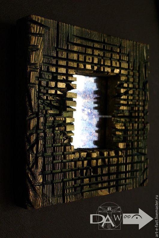 Декоративное квадратное зеркало в деревянной раме под винтаж. Декоративные зеркала недооцененный настенный декор. Широкие, фактурные рамы из состаренного дерева обрамляют  маленькие зеркала.