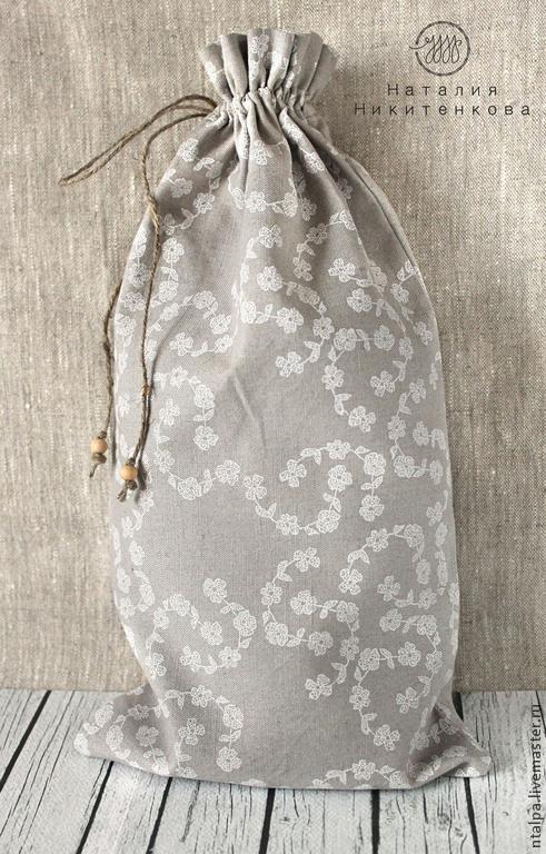 Льняной мешочек очень удобен на кухне.  В нем можно хранить хлеб, тогда мешочек становится аналогом хлебницы. Благодаря замечательным свойствам льняной ткани, хлеб в таком мешочке дольше остается мяг