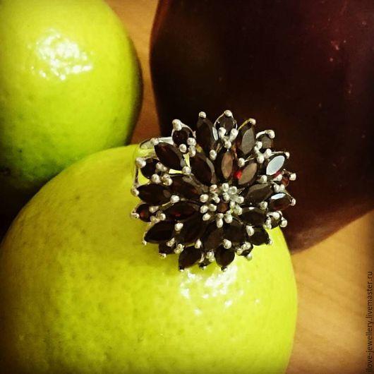 """Кольца ручной работы. Ярмарка Мастеров - ручная работа. Купить """"Сюзанна""""-красивое серебряное кольцо с натуральными гранатами. Handmade. Бордовый"""