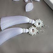 Серьги-кисти ручной работы. Ярмарка Мастеров - ручная работа Серьги-кисти белого цвета с кристаллами Swarovski.. Handmade.