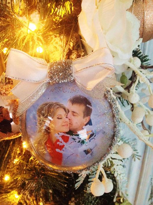 Подарки для влюбленных ручной работы. Ярмарка Мастеров - ручная работа. Купить новогодний шар с фото. Handmade. Памятный подарок