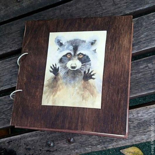 """Блокноты ручной работы. Ярмарка Мастеров - ручная работа. Купить Скетчбук 22х22см """"Енот"""" Блокнот. Handmade. Коричневый, скетчбук из дерева"""