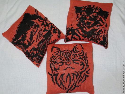 Мебель ручной работы. Ярмарка Мастеров - ручная работа. Купить декоративная подушка Кошки. Handmade. Разноцветный, подушка вязаная