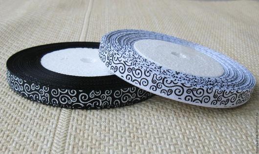 Узкая - 10 мм.- репсовая лента контрастных белого и чёрного цветов с зеркальным рисунком в виде завитушек. Такая лента хороша для отделки и декора изделий в стиле Инь и Янь., для любителей контрастов