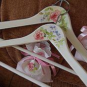 Для дома и интерьера ручной работы. Ярмарка Мастеров - ручная работа РЕЗЕРВ. Вешалка-плечики  Розы для принцессы и саше с лепестками роз. Handmade.