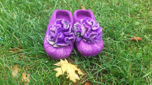 """Обувь ручной работы. Ярмарка Мастеров - ручная работа. Купить Тапочки """"Яркие"""". Handmade. Фиолетовый, домашние тапочки, тапочки из шерсти"""