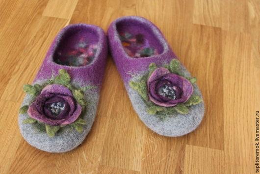 """Обувь ручной работы. Ярмарка Мастеров - ручная работа. Купить Валяные тапки с розами """"Инесса"""". Handmade. Тапочки, шерсть 100%"""