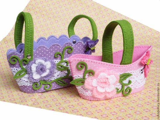 Войлочные сумочки с вязаными цветочками и кружевом для подарков