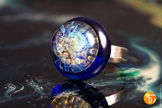 Кольца ручной работы. Ярмарка Мастеров - ручная работа. Купить Кольцо из стекла - Зов глубин - фьюзинг. Handmade. Черный, зеленый