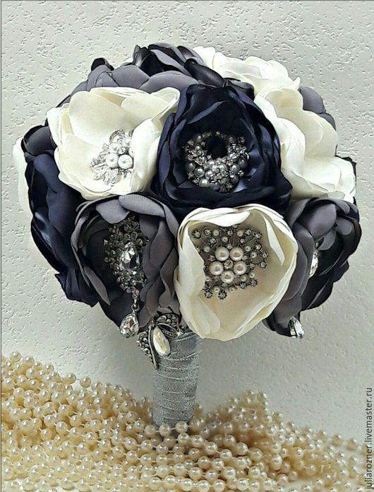 Свадебные цветы ручной работы. Ярмарка Мастеров - ручная работа. Купить Свадебный брошь букет невесты. брошь букет серебро и серый.. Handmade.