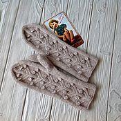 Аксессуары handmade. Livemaster - original item A copy of the work Mittens knitted sprig with berries.. Handmade.