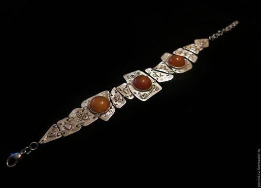 Браслет. Сердолики, серебро, чеканка, пайка.  Длина браслета вместе с цепочкой 15-20 см.