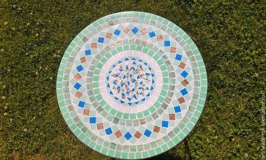 Это изящный столик с мозаикой, который будет легко и элегантно смотреться в любом интерьере, украсит Ваш дачный интерьер или веранду.