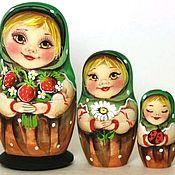Народная кукла ручной работы. Ярмарка Мастеров - ручная работа Матрешка Алина с земляникой 3 м 11см. Handmade.