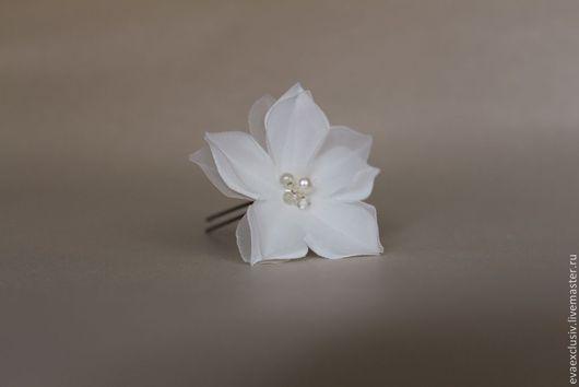 """Свадебные украшения ручной работы. Ярмарка Мастеров - ручная работа. Купить Шпилька """"Магнолия"""". Handmade. Белый, шпилька, цветы из ткани"""