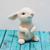 Куклы и игрушки ручной работы. Ярмарка Мастеров - ручная работа Кролик Буська Валяная игрушка из шерсти. Handmade.