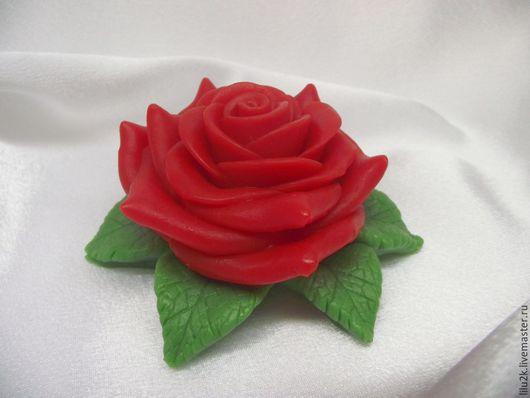 мыло роза на листьях