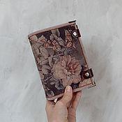 Блокноты ручной работы. Ярмарка Мастеров - ручная работа Блокнот софтбук А6 из цветочной замши. Handmade.