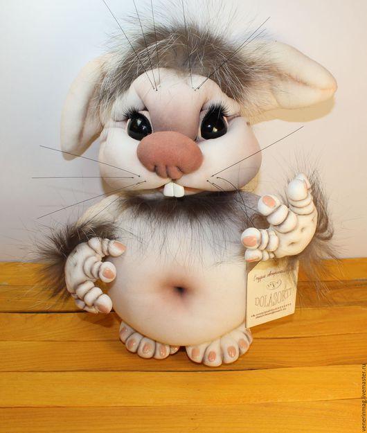 Авторская кукла выполнена в технике скульптурный текстиль (чулочная техника).  Чудогрызик милое создание, которое хочется обнимать, смотреть в глаза, поглаживать холку! Он вызывает море позитива!