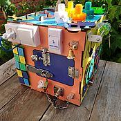 Бизиборды ручной работы. Ярмарка Мастеров - ручная работа Бизикубик с механизмом и подсветкой. Handmade.