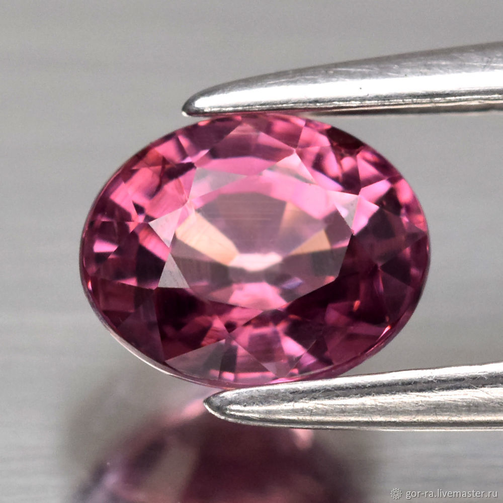 Malaya Garnet (Mahenge) a 0,97 carat 6h4,8 mm, Minerals, Yoshkar-Ola,  Фото №1