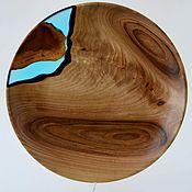 Подарки на 8 марта ручной работы. Ярмарка Мастеров - ручная работа Тарелка-река из ореха с заливкой ювелирным полимером голубого цвета. Handmade.