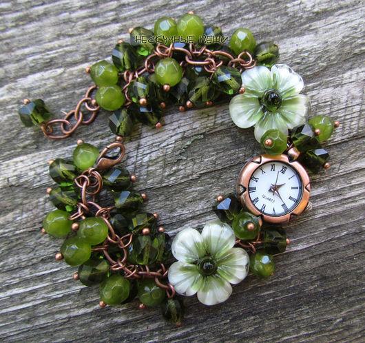 """Часы ручной работы. Ярмарка Мастеров - ручная работа. Купить """"Папоротник"""" наручные часы с бусинами лэмпворк. Handmade. Зеленый"""