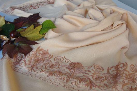 Шали, палантины ручной работы. Ярмарка Мастеров - ручная работа. Купить Палантин персиковый с коричневой вышивкой. Handmade. Орнамент, палантин