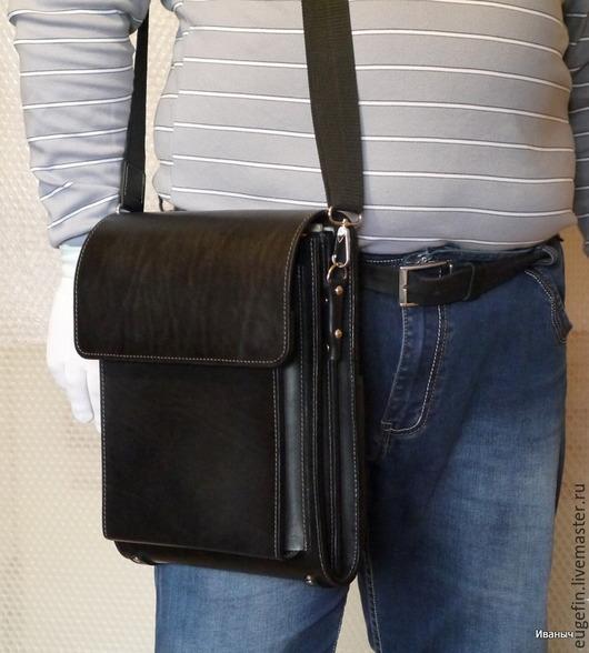 """Мужские сумки ручной работы. Ярмарка Мастеров - ручная работа. Купить Кожаный планшет  """"Двушка А4"""". Handmade. Черный, ременная"""