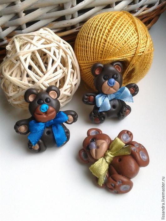 Броши ручной работы. Ярмарка Мастеров - ручная работа. Купить Мишка Тедди с атласным бантом.  Брошь или магнит. Handmade.
