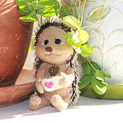 Куклы и игрушки ручной работы. Ярмарка Мастеров - ручная работа Ежик с чашечкой кофе. Handmade.