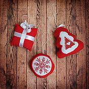Подарки к праздникам ручной работы. Ярмарка Мастеров - ручная работа Набор елочных игрушек красно-белый (на елку). Handmade.