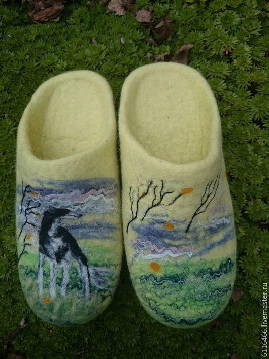 Обувь ручной работы. Ярмарка Мастеров - ручная работа. Купить домашние валяные тапочки-шлепки  Борзая на ветру. Handmade. Лимонный