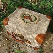 Куклы и игрушки ручной работы. Ярмарка Мастеров - ручная работа Новогодняя миниатюра в чемоданчике 14 см. Handmade.