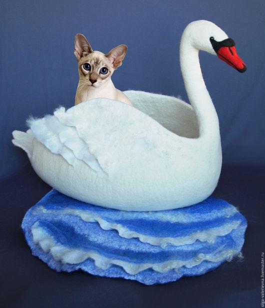 Аксессуары для кошек, ручной работы. Ярмарка Мастеров - ручная работа. Купить Лебединое озеро. Валяная шерстяная лежанка для животных. Handmade.