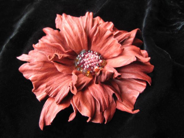 цветы из кожи, кожаные цветы, кожаные изделия,изделия из кожи, цветок из кожи бордовый, красно-коричневый  цветок из кожи, ободок с цветами из кожи, обруч для волос с цветком, кожаный ободок , аксессу
