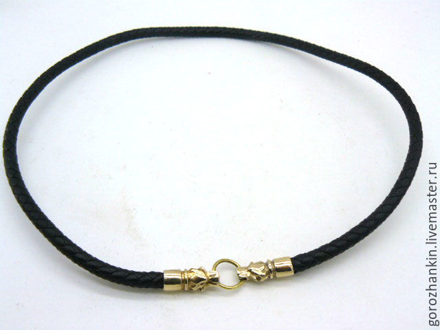 Choker (cord) of braided pressed leather with a diameter of 6 mm on the neck with the heads of wolves in bronze, brass. A gift man, a man, set to the Fang of the wolf with the pommel of bronze