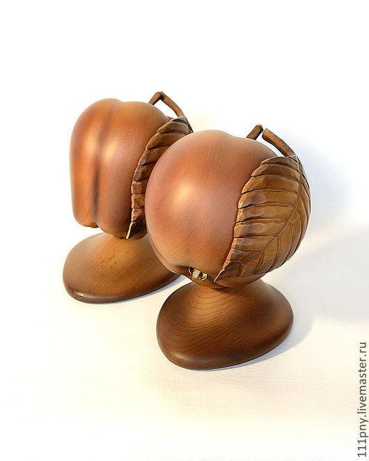 Статуэтки ручной работы. Ярмарка Мастеров - ручная работа. Купить Петровские яблоки и другое.... Handmade. Резьба по дереву, яблоки, руки