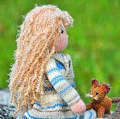 Куклы и игрушки ручной работы. Ярмарка Мастеров - ручная работа Кукла. Кукла вязаная. Игровая кукла Адель. Кукла с котенком.. Handmade.