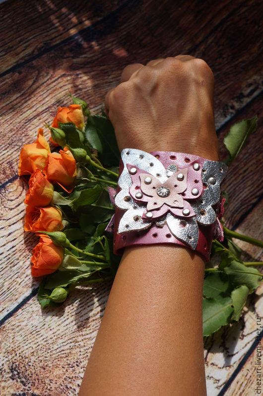 Браслеты ручной работы. Ярмарка Мастеров - ручная работа. Купить Яркий кожаный браслет с бабочками. Handmade. Фуксия, браслет