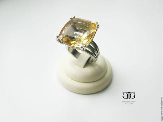 Великолепное кольцо с чистейшим цитрином 26.00  Carat!